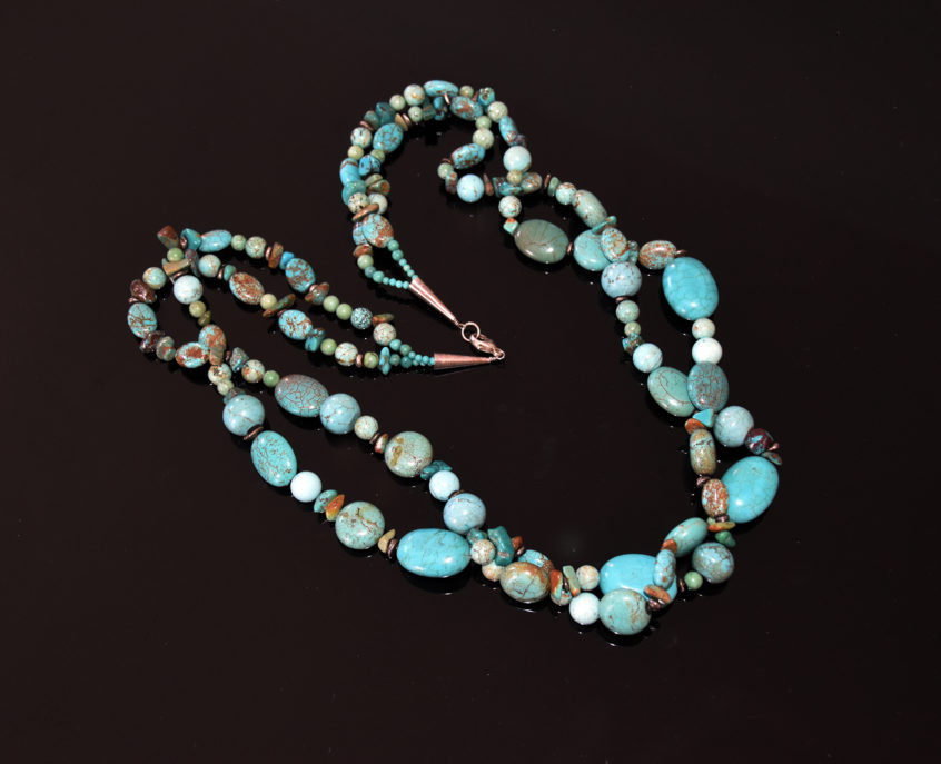 Double strand turquoise
