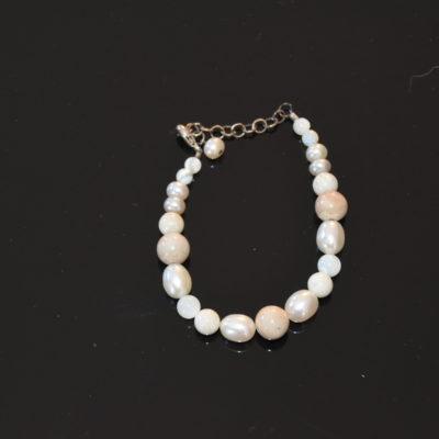 Venus bracelet with opal